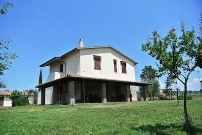 Himmel, Pflanze, Gebäude, Eigentum, Fenster, Baum, Haus, Grundstueck, Hütte, Wohngebiet