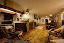 Eigentum, Zimmer, Gebäude, Wohnzimmer, Interior Design, Möbel, Grundeigentum, Decke, Haus, Fussboden