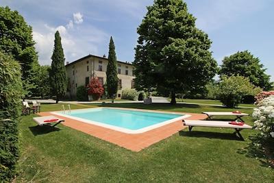 Building Exterior, Garden, Pool