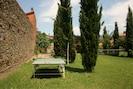 Wolke, Himmel, Pflanze, Baum, Natürliche Landschaft, Gebäude, Tabelle, Grundstueck, Holz, Lärche