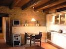 Zimmer, Eigentum, Möbel, Countertop, Gebäude, Küche, Interior Design, Haus, Decke, Fussboden