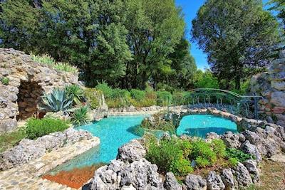 """Schwimmbad, Natürliche Landschaft, Wasser, Eigentum, \""""Fels, Botanik, Estate, Grundeigentum, Baum, Garten"""