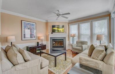 Living Area, 112 Grand Pavilion