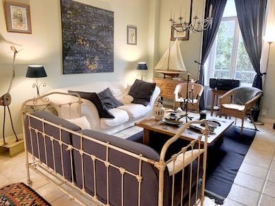Grand salon cosy et élégant