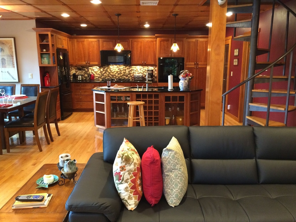 Year Round Beautiful Retreat Home On Scenic Delaware River 90 Miles From Nyc Town Of Highland