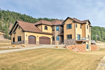 Enjoy a scenic getaway at this luxurious vacation rental house in Sturgis.