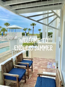 Private Beach~Renovated ~Oceanfront Building~Ground floor~Pool/Hot tub~Patio