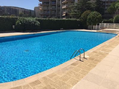 4 estrellas Apartamento de 2 piezas Magnífica planta baja con terraza y gran piscina