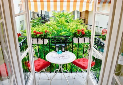 Enjoy breakfast or coffee with a view over the quiet courtyard.