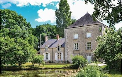 Huisseau-sur-Mauves, Loiret, France
