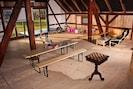 salle de sport avec table de ping pong
