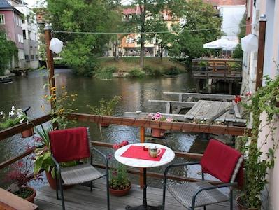 Wassersteg mit Blick zur Krämerbrücke