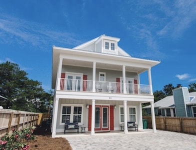 Welcome to Coral Sea Cottage. Sleeps 22 parking for 7. Short stroll to the beach