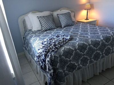 Guest bedroom with king size bed(you choose two twin or one king)