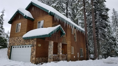 King's Cabin Mtn Retreat at Shaver Lake! – Nr Village, wifi, A/C, Prem Property!