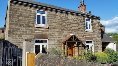 Character cottage (18c) on the edge of historic Belper