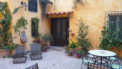 Vicino a San Pietro, parcheggio privato, giardino, solarium, barbecue, terrazza