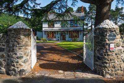 An ideal base for families, walkers, cyclists and surfers - Conwy Mountain views