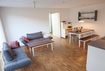 Ferienwohnung Schambachhof, 50 qm mit Terrasse und 1 Schlafraum für max. 2 Erw. und 2 Kinder-Wohnbereich