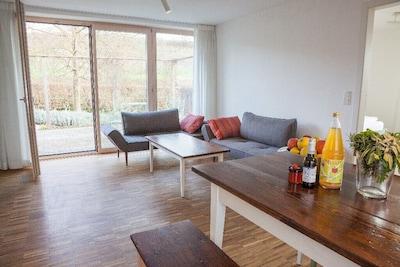 Ferienwohnung Schambachhof, 50 qm mit Terrasse und 1 Schlafraum für max. 2 Erw. und 2 Kinder-Wohnbereich mit Terrasse