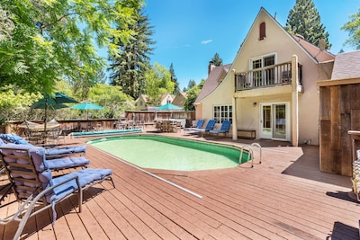 Deck with pool, hot tub, 6 lounge chairs, 20+ patio chairs, hammock & umbrellas