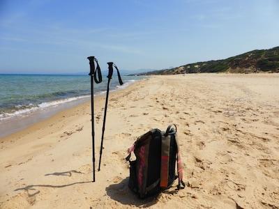 Appartamento unico nel tranquillo villaggio, spiaggia o vacanza avventura, trekking, escursioni