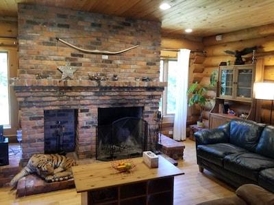 Balm Beach Log Cottage/House - Tiny, Ontario