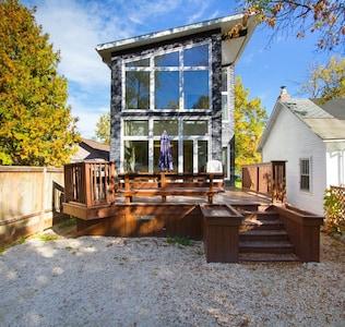 Lake Winnipeg  luxury Beach House with hot tub