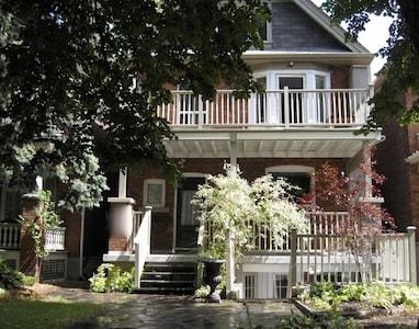 West Bend, Toronto, Ontario, Canada