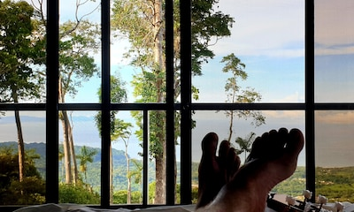 Panoramic ocean view from each bedroom! See the Uvita city lights at night.