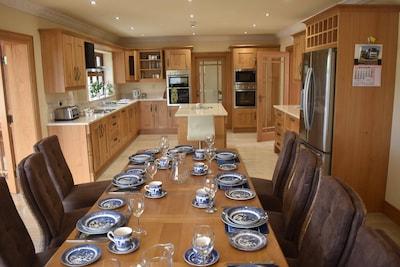 Spacious kitchen dining area