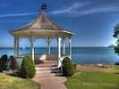 20 minute walk to the lake front and the beautiful gazebo - Anne Street Cottage - Niagara-on-the-Lak