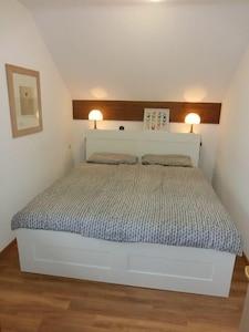 Ferienwohnung 30, 1-4 Personen, 2 Schlafzimmer, 46qm, Balkon, 2. OG-Schlafzimmer 1 Wohnung 30