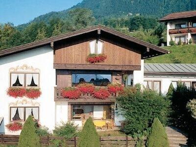 Ferienwohnungen Oberau (DE Berchtesgaden) - Fendt Sabine - 12082-Hausansicht Sommer