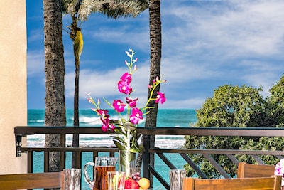 Ocean and beach view lanai! - Watch the whales breach from the Main Villa's lanai with dining table, chaise lounge and end table!