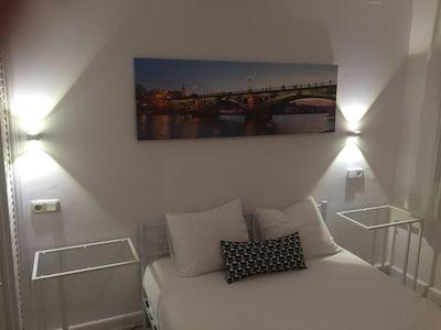 Habitación doble con baño 5.  En apartamento de 2 Dormitorios