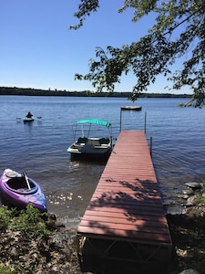 5 steps from the house to dock on the lake.