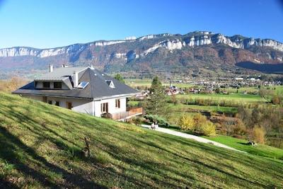 Le village de Villette et les montagnes de Chartreuse