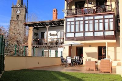 apartamento de planta baja en el casco histórico de comillas con terraza privada