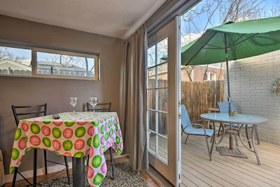 This quaint guest house is located just 3 blocks from buzzing Broadway!