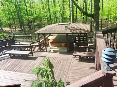 Large hot tub for 10-12 people, opens all year around. Relax in middle of nature