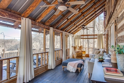 2 Lux Cabins and Treehouse on 50 acres Stunning Lake Views, Fire Pit and Hot Tub
