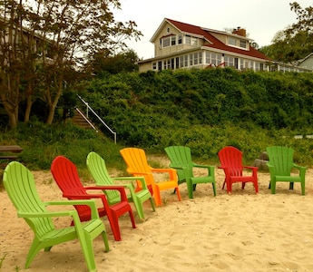 Expansive beach with a fire pit & large charcoal bar-be-que, pier. Walk miles!