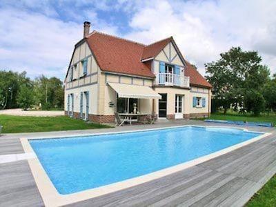 Vue d'ensemble, terrasse et piscine