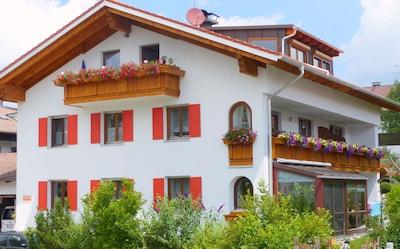 Großzügige, einladende Ferienwohnung bei Füssen im Allgäu, Nähe Schloss Neuschwanstein, DSL (WLAN) incl.