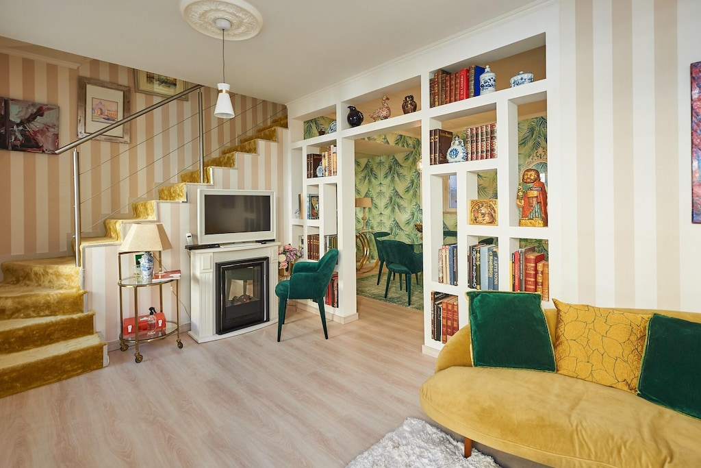 Lavishly decorated apartment near the best things to do in Cascais Estoril