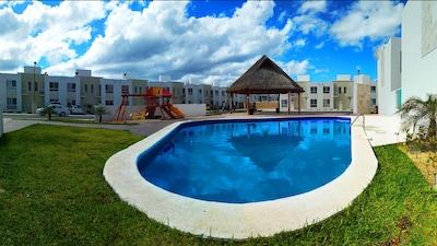 Ideal para familias, cerca de los parques ecológicos Mayan Attractions, vecindario muy seguro