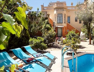 Villa with private garden and pool,big terrace-solarium,pergola