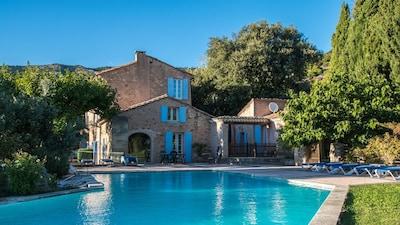Ferienwohng. ESCALIER, Historisches Hofgut am Fusse des Mt. Ventoux, großer Pool