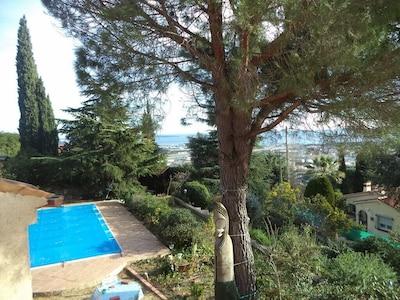 piscine l'hiver , bâche sécurisée à barres